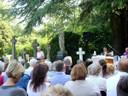 Messa d'estate per i defunti nel cimitero di Olton